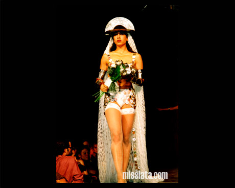© Miss Lata :: Recycling Artist :: Workshops :: Shows :: Costumes :: Accesories